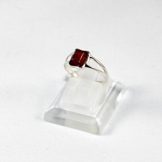 Bague en Ambre cabochon simple carré