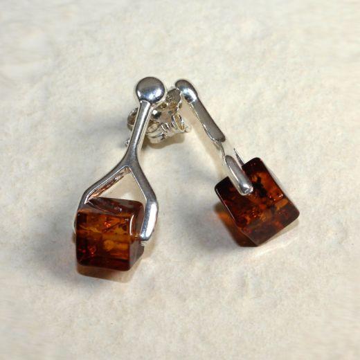 Boucles d'oreilles ambre et argent cubes, vue détaillée