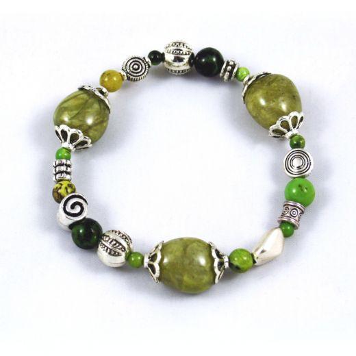 Bracelet élastique Serpentine verte et Chrysoprase et breloques