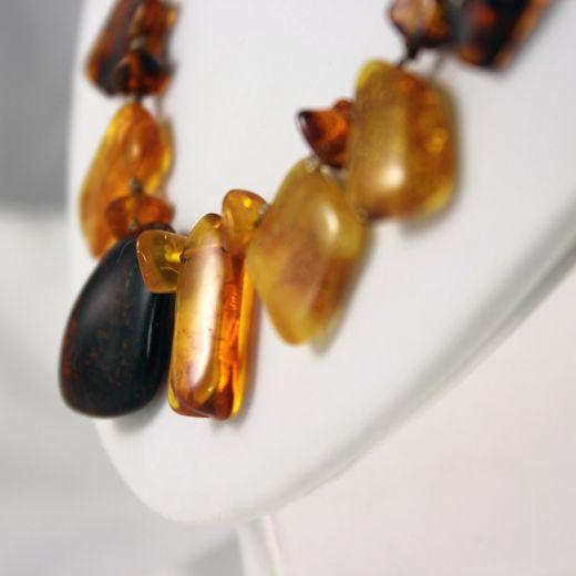 Collier Ambre avec pendants, vue détaillée
